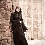Glamuur. Portreefoto pildistamine Tartu Toomkiriku varemetes ja Tartu fotostuudios.